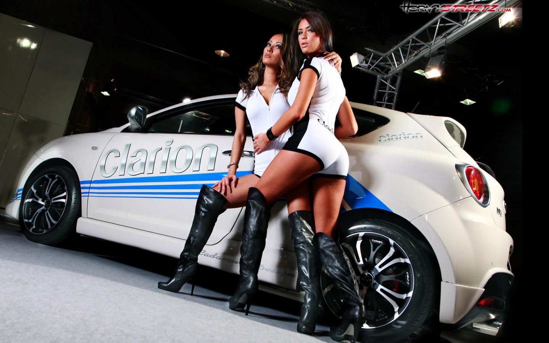 Фото девушек возле автомобилей