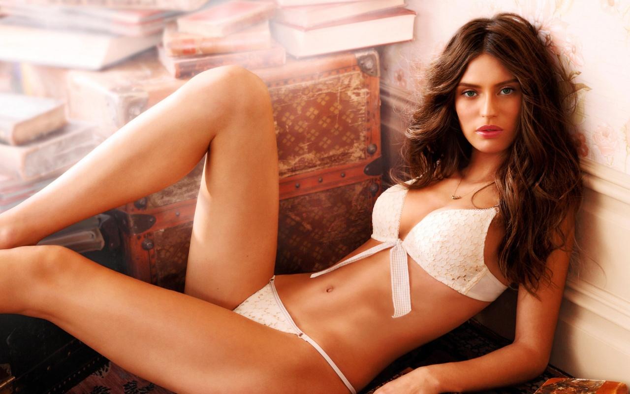 sexy italian supermodel in hot lingerie photo wallpaper 1280x800 nude