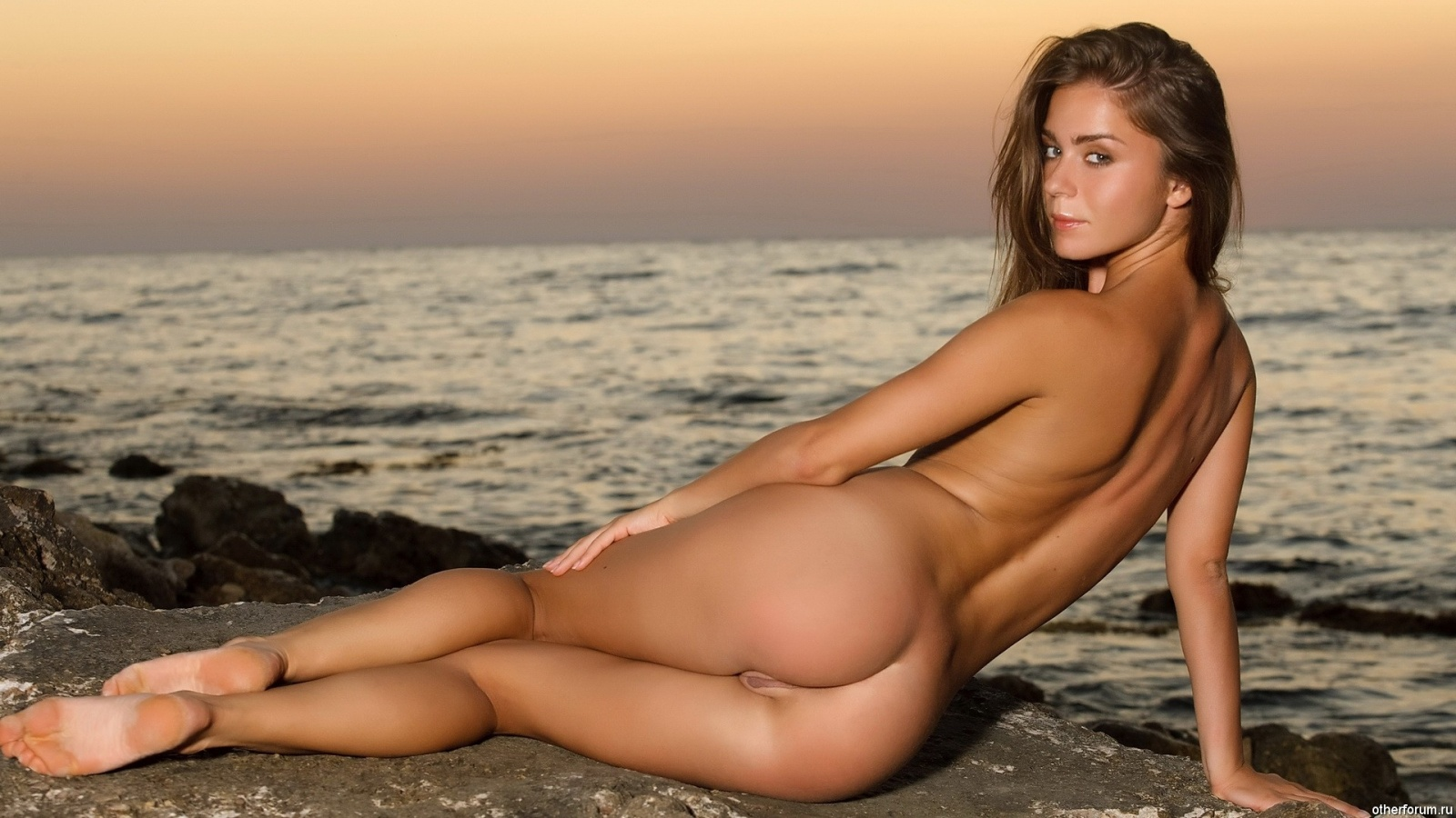 Lily C Naked Round Ass Beauty On The Beach Erotic Summer -9931