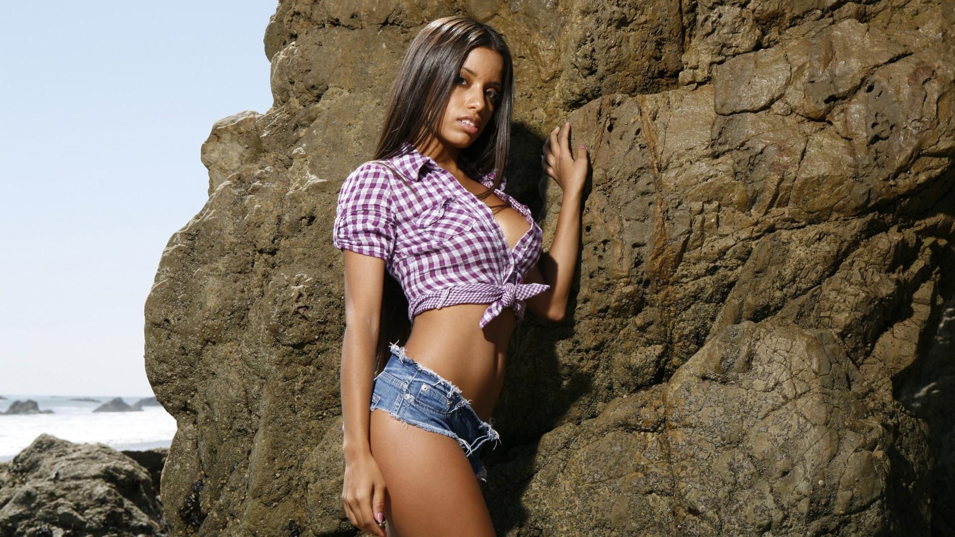 девушка брюнетка рубашка shirt  № 362035  скачать