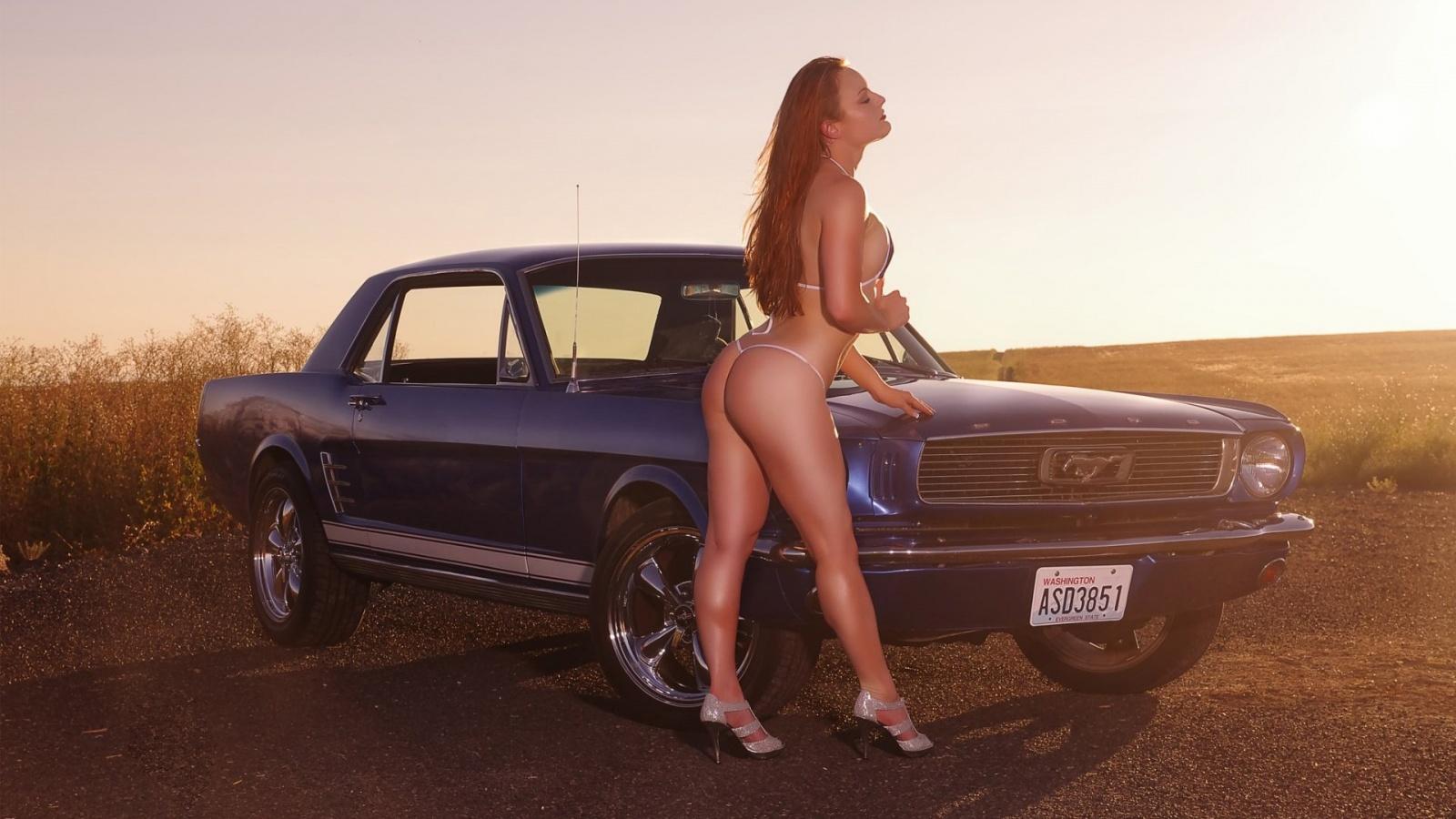 Sexy nude bikini girls