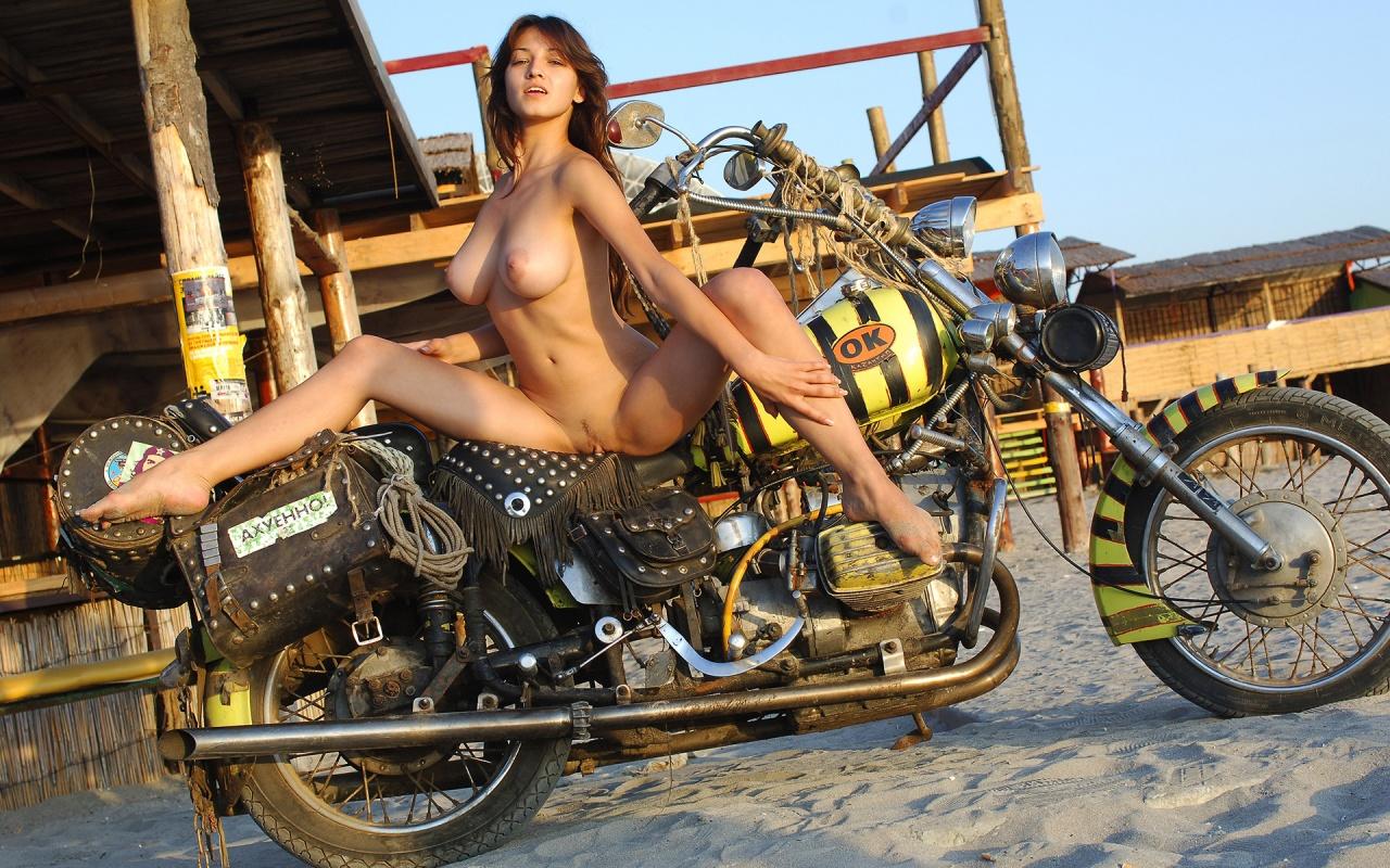 Naked Bike Rider , hot blonde beauty nude on a custom chopper desktop ...