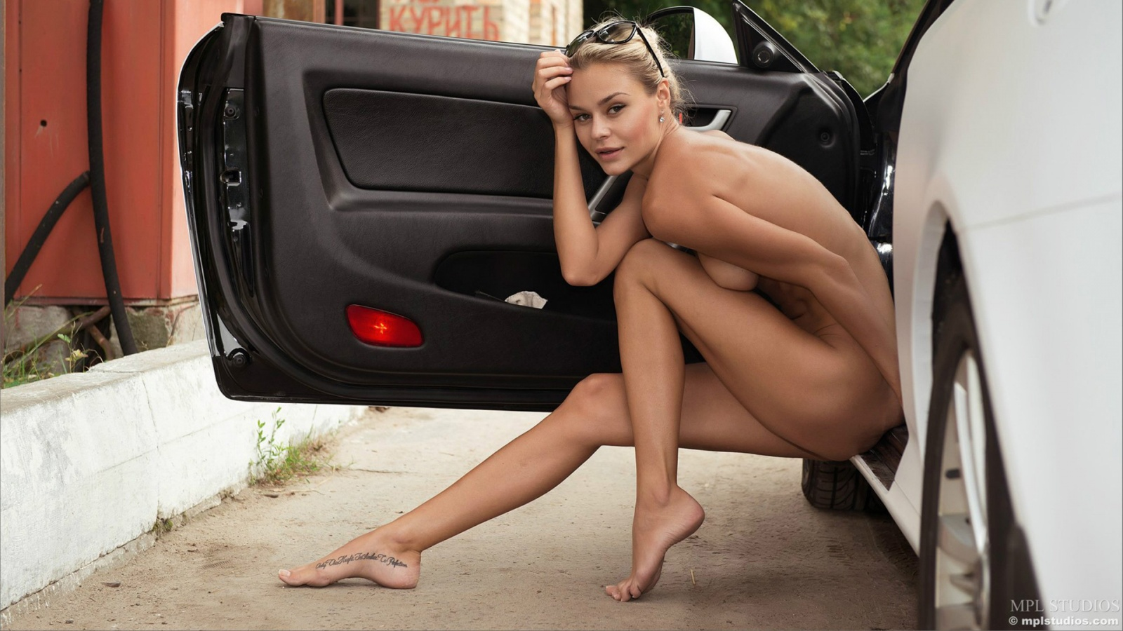 Nude Blonde naked beauty and Car hot babes and cars style ...