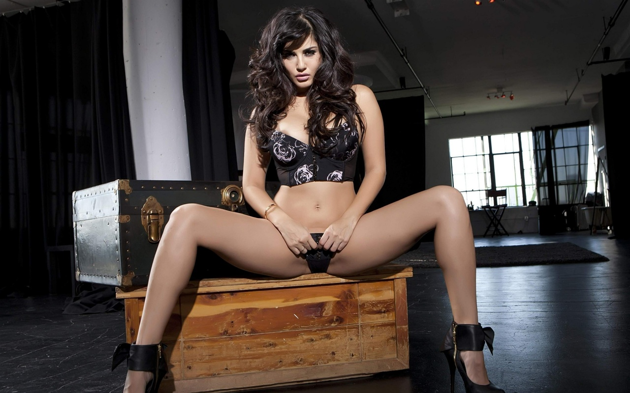 Big booty chocolate women
