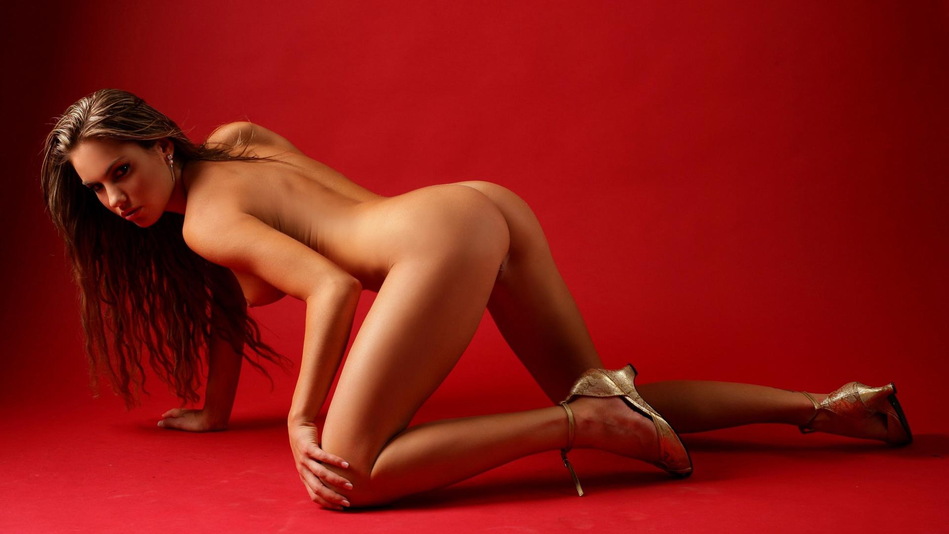 Veronika Fasterova the sexy xxx model is totally nude on the floor
