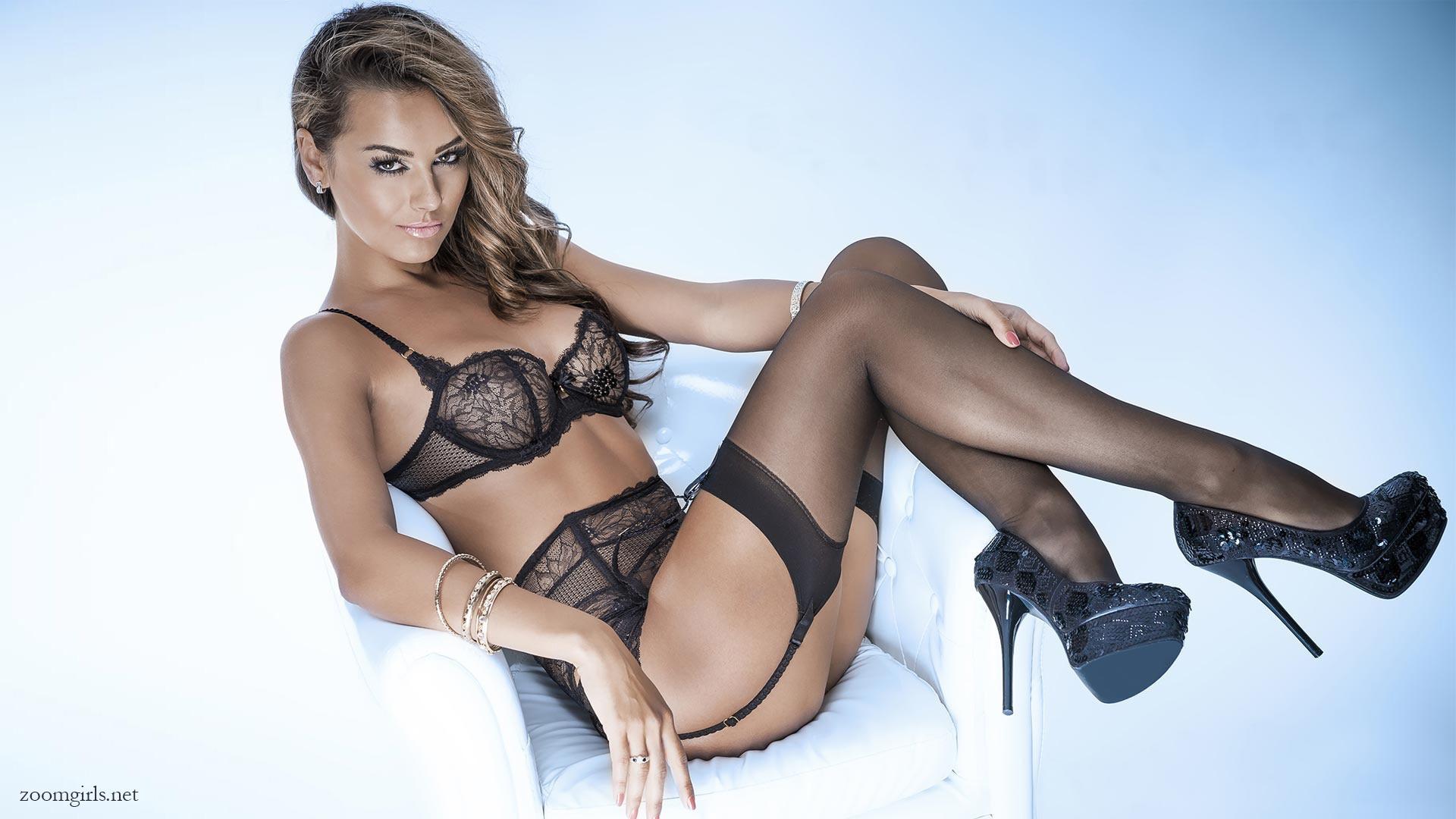 Leigh-Allyn Baker nude