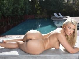 Sexy nude blonde big round ass