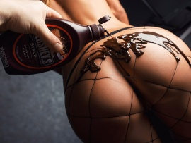 Something and Pouring chocolate syurp in ebony pussy