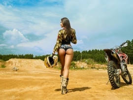 Hot ass babe and KTM 450 (click to view)