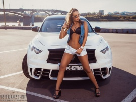 Hot babe and iNFINITI fx (click to view)
