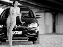 Nude curvy model and Volvo SUV (click to view)