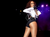 Rihanna on stage, sexy shorts wallpaper, sexy black celebrity, hot babe, artist, musician wallpaper