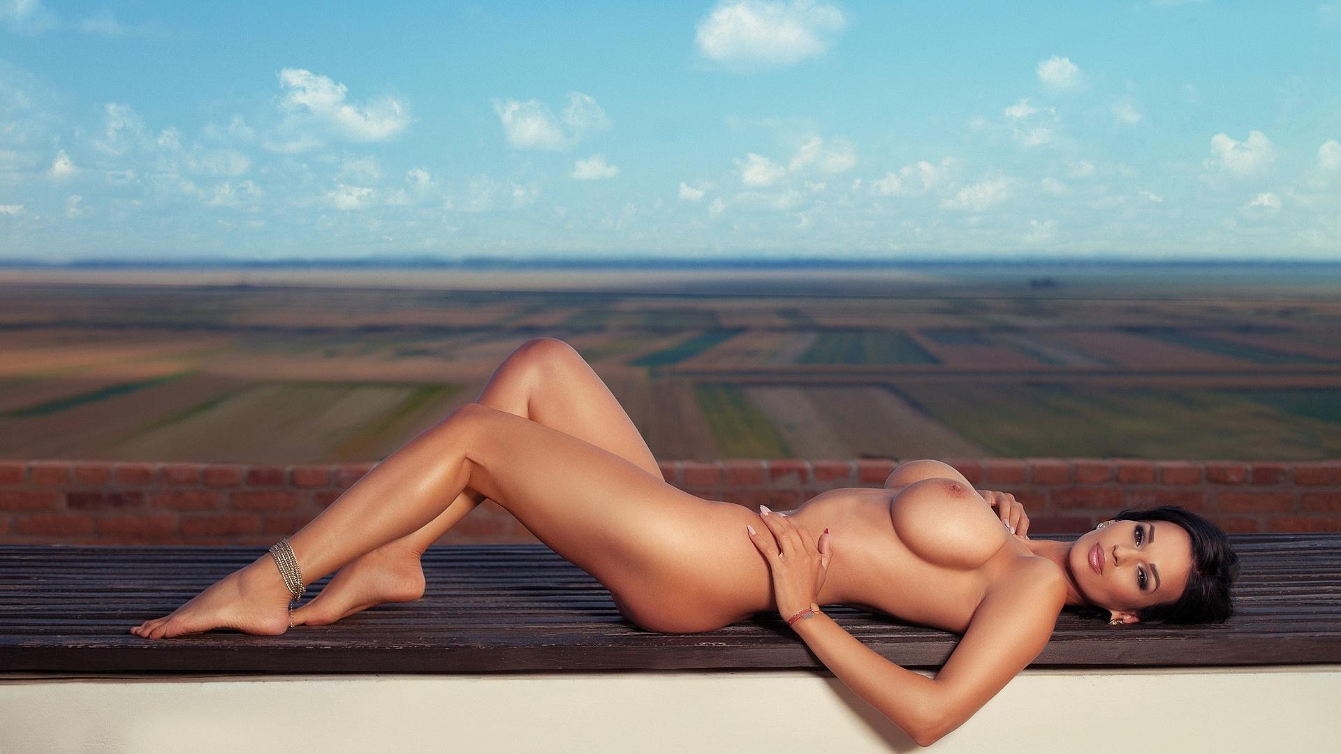 Naked Saree Women Images