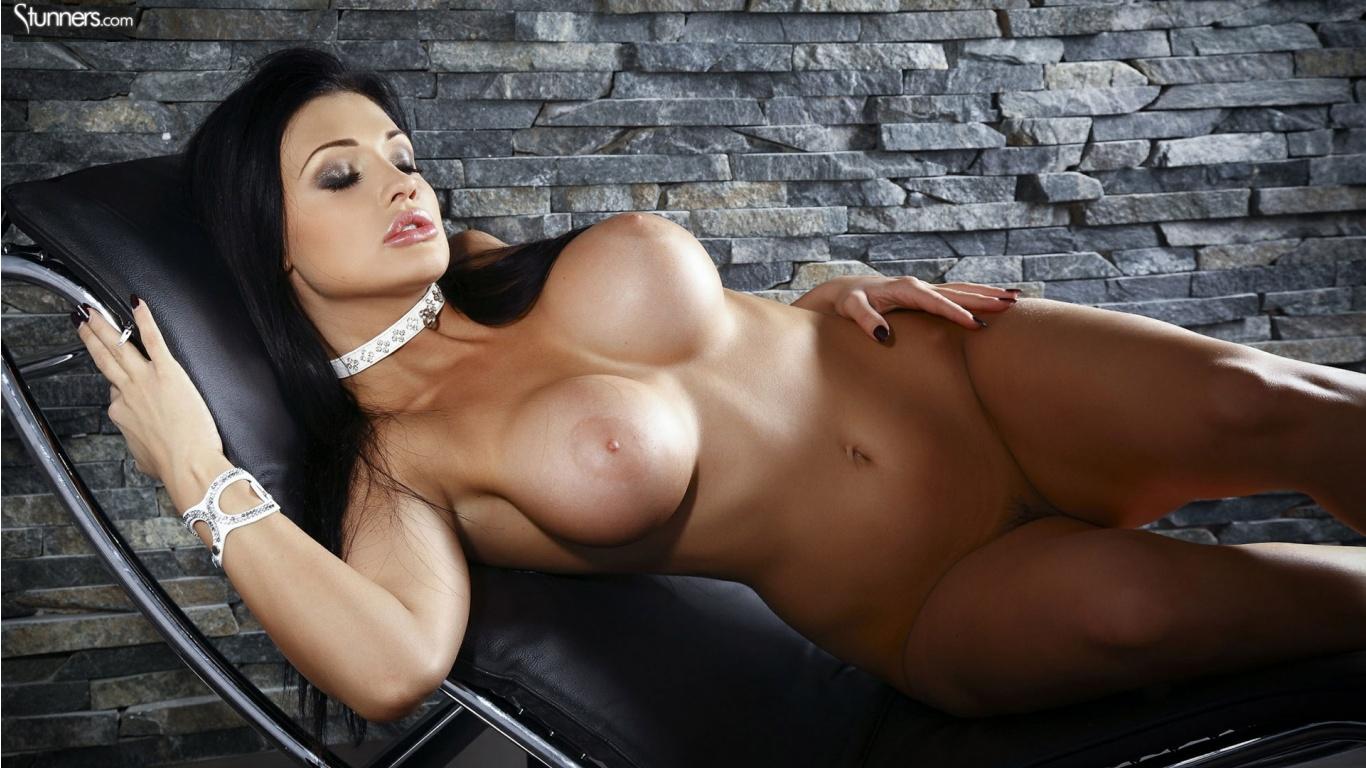 Брюнетки эротические обои большая грудь правы