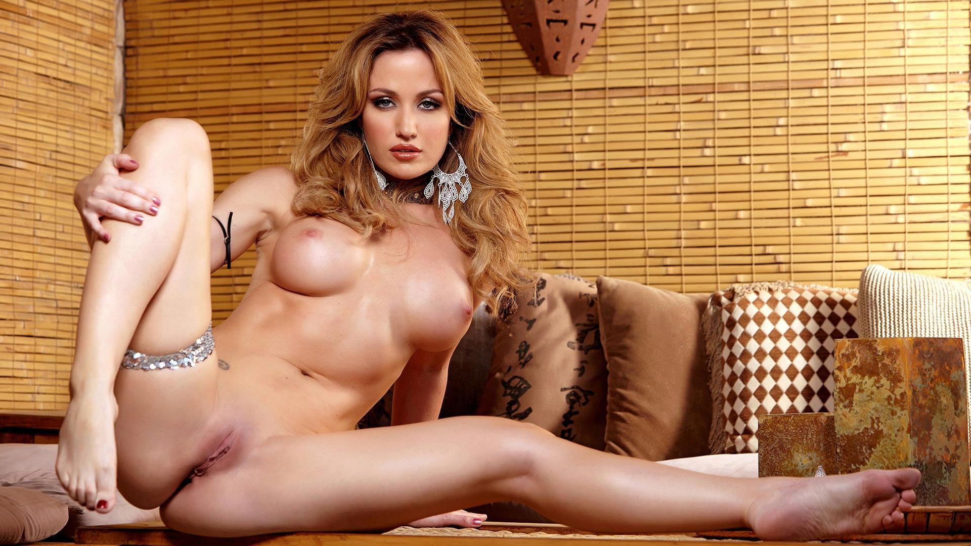 Hot blonde masturbates on bathroom floor - angela sommers