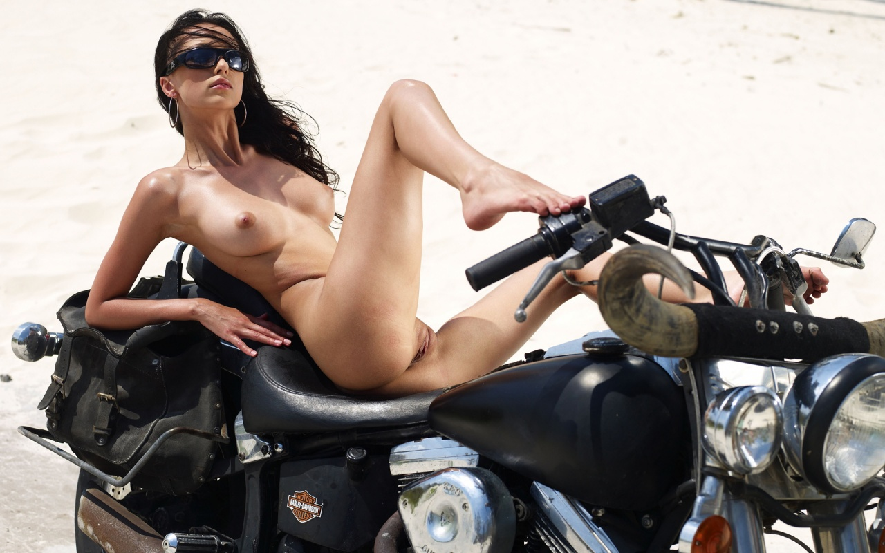 pictures harleys ladies Naked on