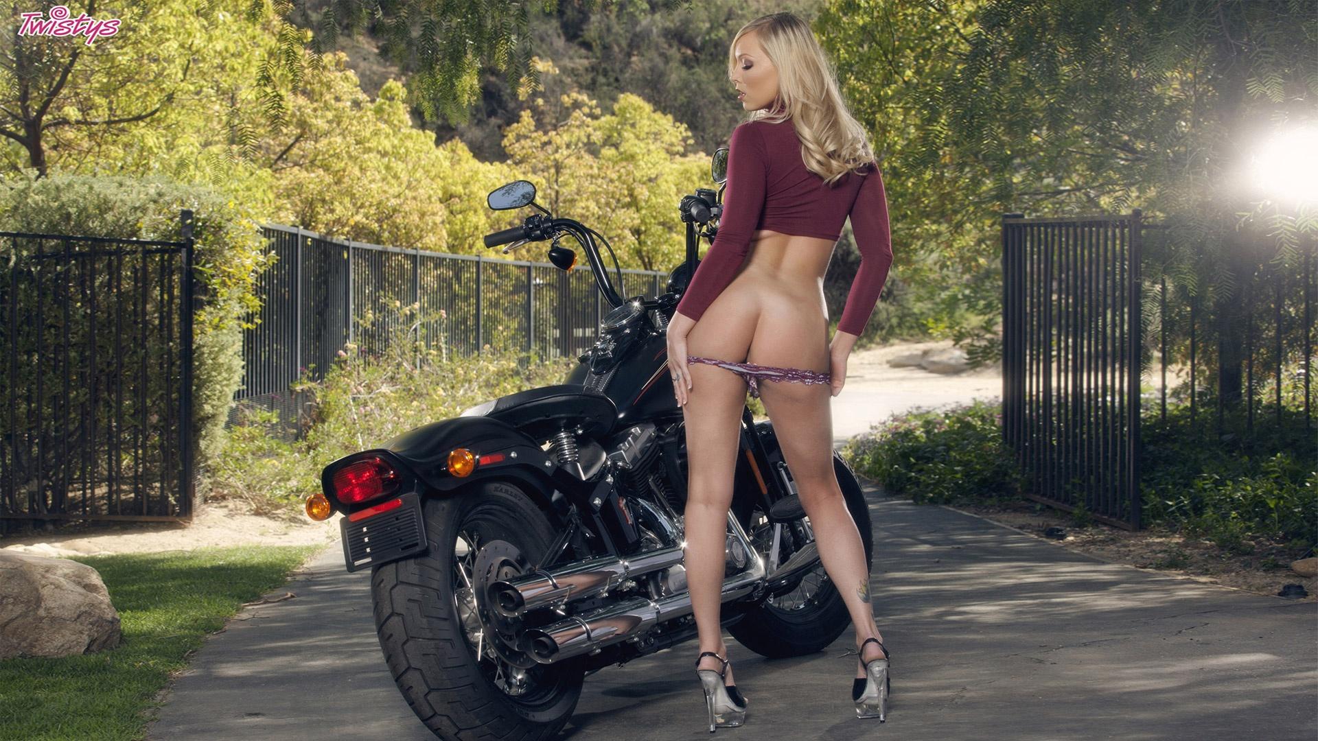 Topless Bikerbabes Nude Scenes