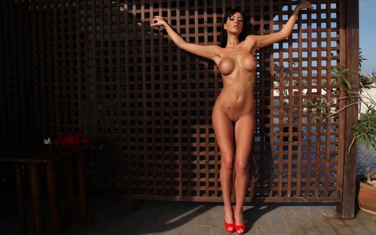 ella mai nude