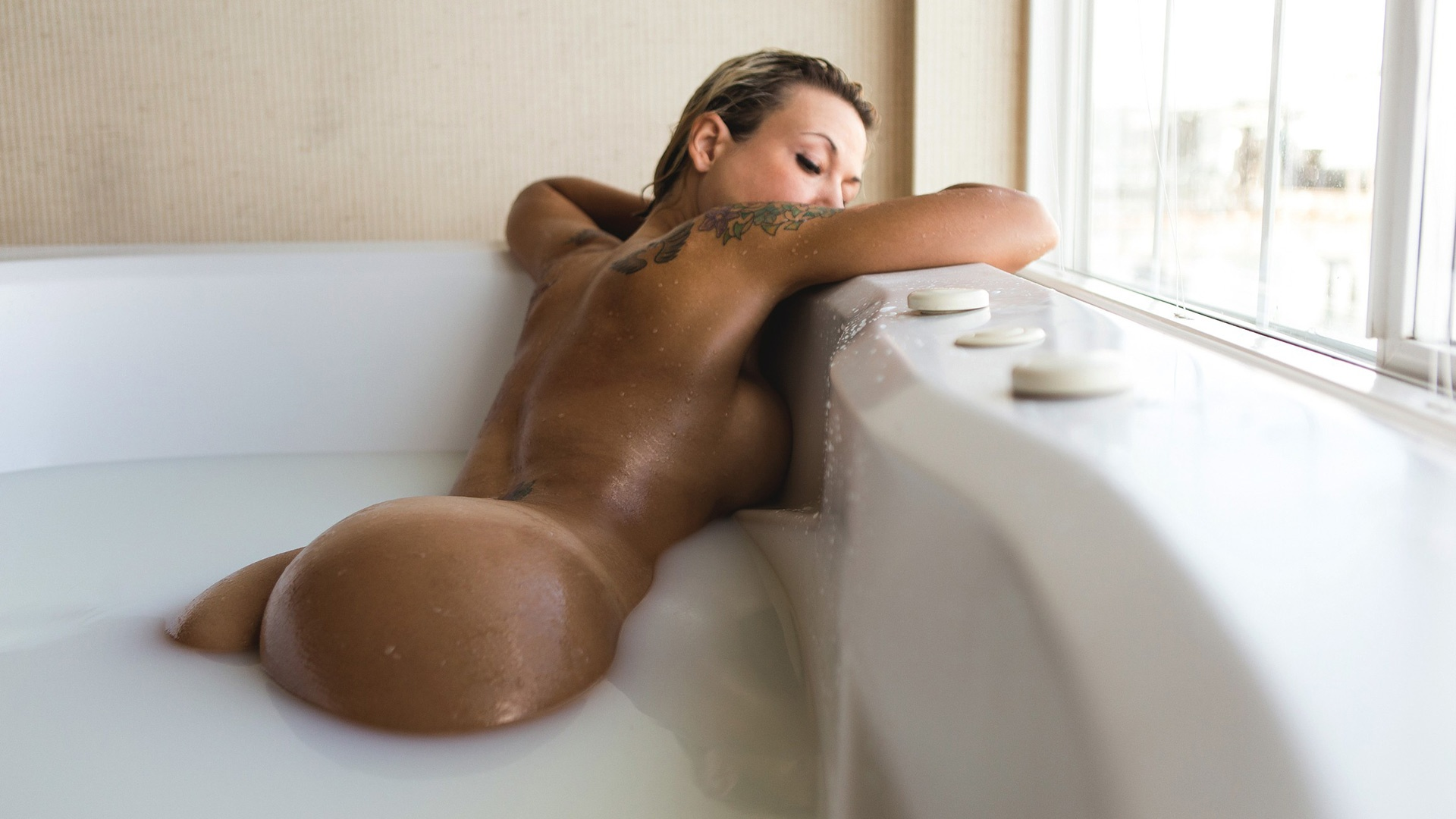 bath nude natural blonde beauty taking an erotic bath hd wallpaper ...