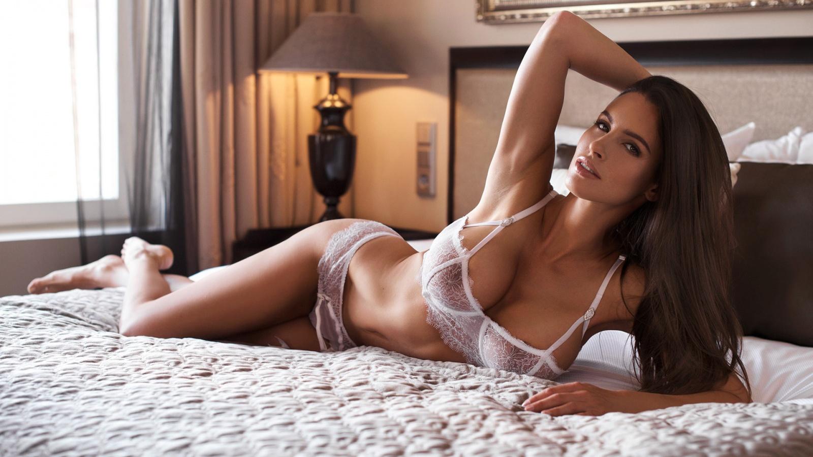 Erotic video set showing julie vee wearing stockings in hd