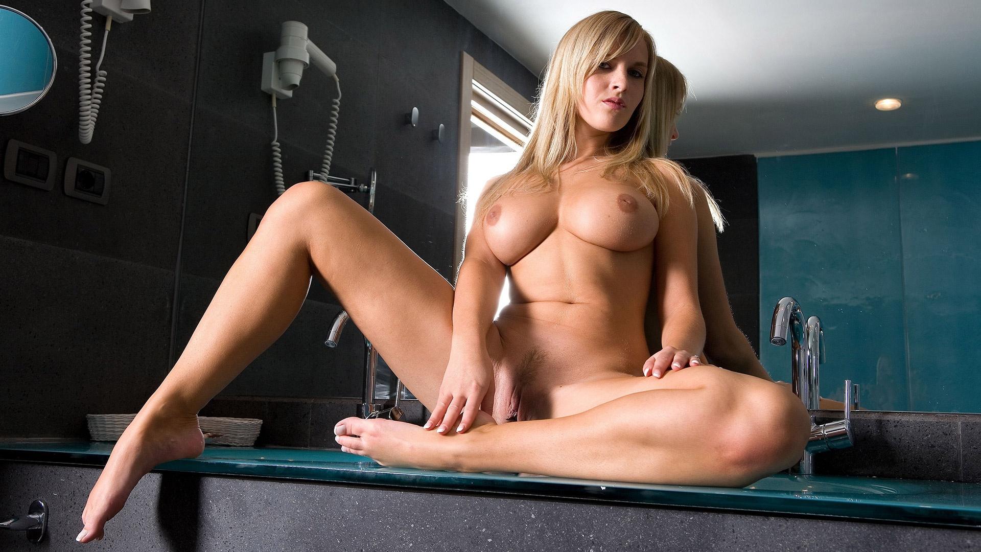Free erotic photo thumbnail
