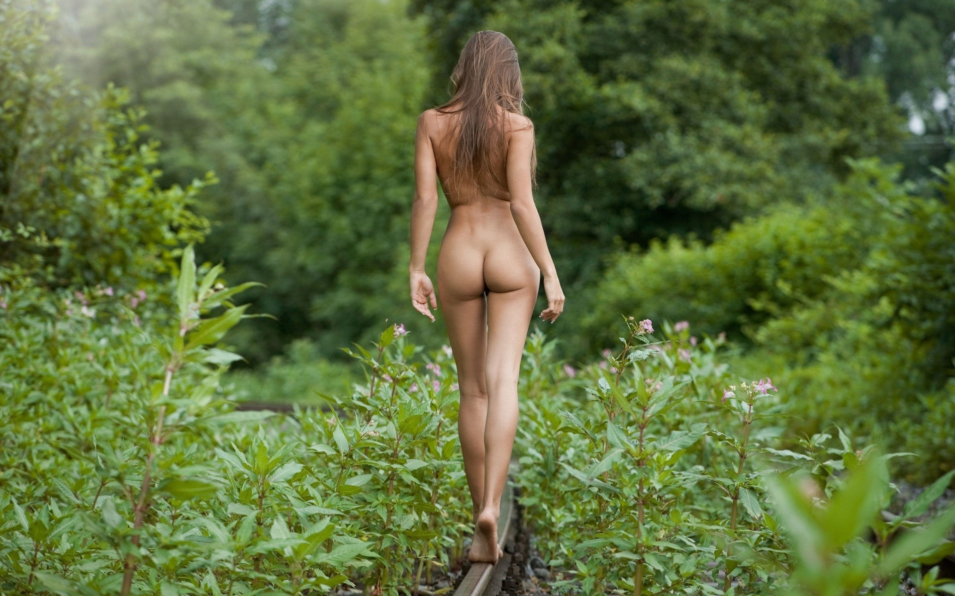 perfect_ass_in_nature-1920x1200.jpg