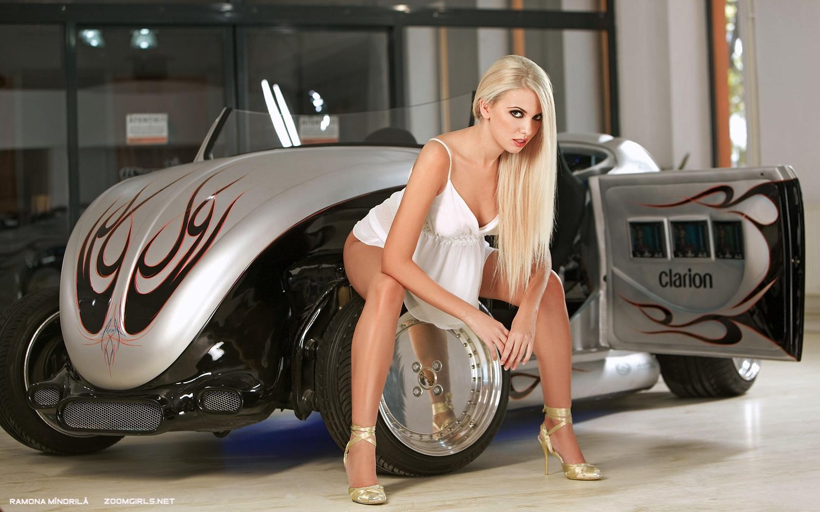 девушка блондинка оранжевый автомобиль volkswagen  № 729097 загрузить